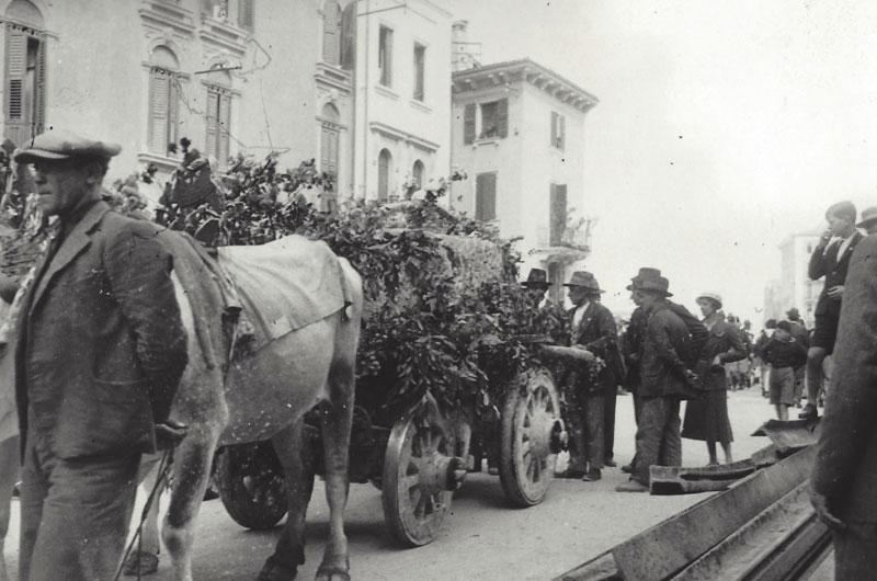 Trasporto della prima pietra del Palazzo dei Mutilati